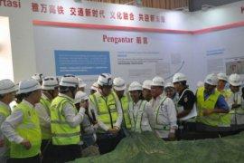 Menteri BUMN  dan Presiden CRC tinjau terowongan kereta cepat Jakarta-Bandung