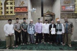 Pemkot Bagikan  6.000 Al-Quran Tarling Di  134 Masjid
