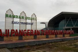 Bandara APT Pranoto resmi beroperasi
