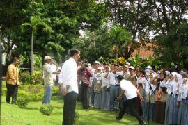 Siswa penderita buta warna mengeluh kepada Presiden Jokowi