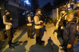 Densus 88 antiteror geledah sebuah rumah di Bandung