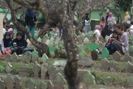 Jelang Ramadan, Wagub Banten ziarah kubur