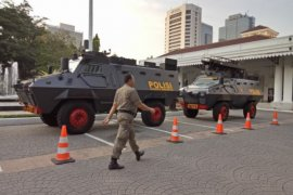 Aparat keamanan siaga di Balai Kota DKI saat aksi 115