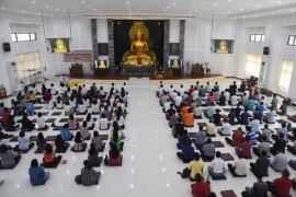 Toleransi beragama dalam perayaan Waisak dirangkai buka puasa