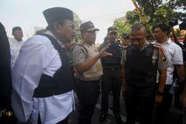 Gubernur Jatim minta masyarakat tetap tenang