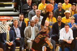 LeBron James borong 51 poin, tapi Cavaliers dibekuk Warriors di gim pertama