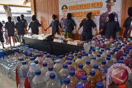 Polisi tangkap suami istri pemilik pabrik alkohol