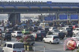 Gerbang tol Cikarang utama padat merayap