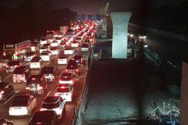 Tol Jakarta-Cikampek tersendat sejak Rabu dini hari