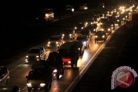 Jalan tol Jakarta-Cikampek padat