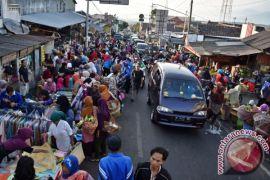 Kendaraan arus balik diimbau lewat jalur tengah melalui Temanggung