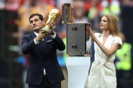 Trofi, Putin dan Robbie Williams meriahkan seremoni pembukaan Piala Dunia