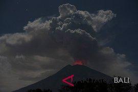 Erupsi Gunung Agung, dua bandara di Jawa Timur ditutup
