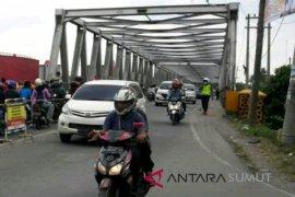 Pembanguan jembatan wampu belum rampung akibatkan kemacetan