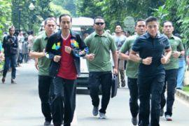 Presiden Jokowi berolahraga di Kebun Raya Bogor
