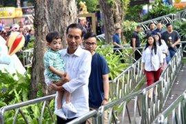 Presiden Jokowi ajak cucu ngabuburit ke Dufan