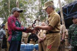 Pemkab HST bagikan Alsintan untuk peningkatan hasil perkebunan