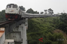 549 KK terdampak kereta api jalur ganda Sukabumi-Bogor terima santunan