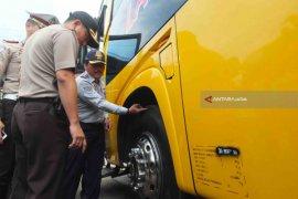 Tim Gabungan Temukan Bus Tidak Laik Jalan di Terminal Tawangalun Jember (Video)