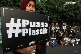 Ilmuwan: plastik yang digunakan setiap hari keluarkan gas rumah kaca