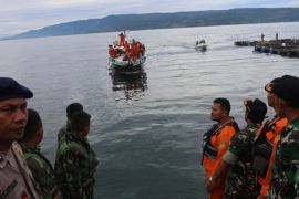Pencarian korban KM Sinar Bangun dilanjutkan meski hujan
