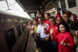 725 pemudik gratis kereta api dilepas Sekjen PDIP
