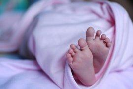 Polwan bantu pemudik melahirkan di rest area