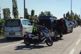 Kendaraan di Tol Cipali antre mengular belasan kilometer