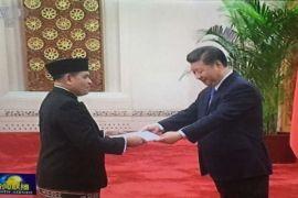 Djauhari Oratmangun bersarung menghadap Presiden China