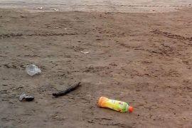 Sampah kotori jalan jalur wisata Anyer-Tanjung Lesung