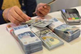 Rupiah melemah dalam bayang penguatan dolar AS