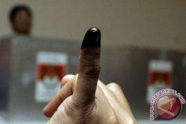 Penghitungan suara di KPU Singkawang tanggal 4 juli
