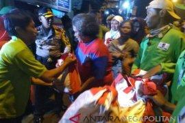Presiden bagi-bagi sembako di Sindang Barang