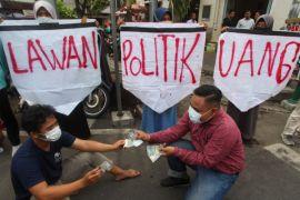 Bawaslu: segera laporkan pelaku politik uang