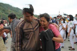 Jumlah keluarga hilang akibat kapal tenggelam bertambah