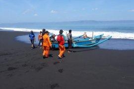"""Tim SAR Gabungan Lanjutkan Pencarian Korban Kapal """"Joko Berek"""" di Jember"""