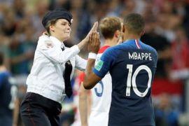 Penyusup lapangan saat final Piala Dunia dibebaskan