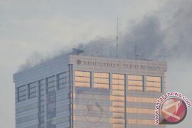 Polda Metro olah TKP kebakaran Gedung Kemenhub