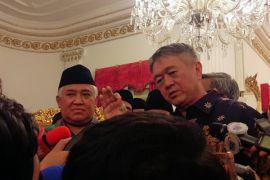 Tokoh Konghucu serahkan sulaman Al Quran ke Jokowi