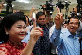 Pembuat film Australia dibebaskan Kamboja tiba di Sydney