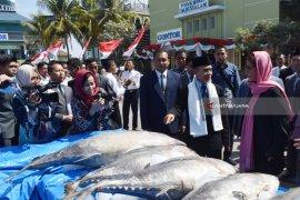 Menteri Susi Serahkan Ikan Tuna ke Pondok Gontor (Video)