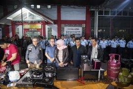 Sri Puguh mengaku pertama kali lihat tas Loius Vuitton di persidangan