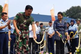 Rini serahkan rumah dinas TNI AU di Halim