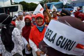 Honorer unjuk rasa di Kantor Gubernur Bengkulu