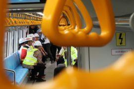 Ini harapan Jokowi di sela-sela peninjauan LRT Sumsel