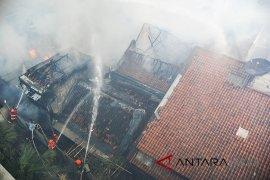 Kebakaran pemukiman padat