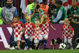 Piala Dunia - Anak pemain Kroasia rayakan kemenangan Page 1 Small