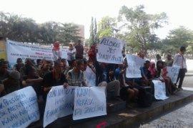 Ratusan ODGJ berunjuk rasa di Sukabumi