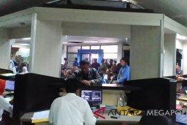 Ribuan wajib pajak padati Samsat Karawang