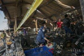 300 kios di Pasar Gedebage Bandung terbakar